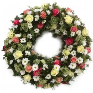 Kranz mit zartgelben und rosa Rosen und Dill, ø 70 cm