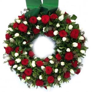 Stilvoller Kranz mit roten Rosen, ø 60 cm