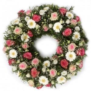 Stilvoller Kranz mit Rosen und Gerbera, ø 70 cm